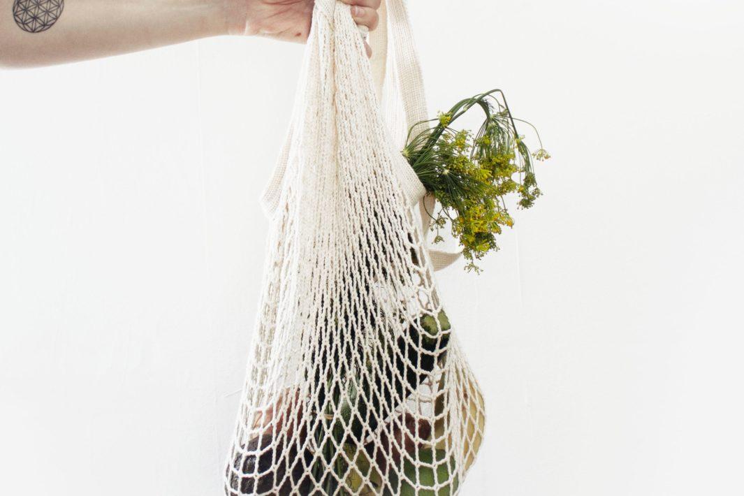 www.juicysantos.com.br - santos lixo zero sacola de crochê com alimentos