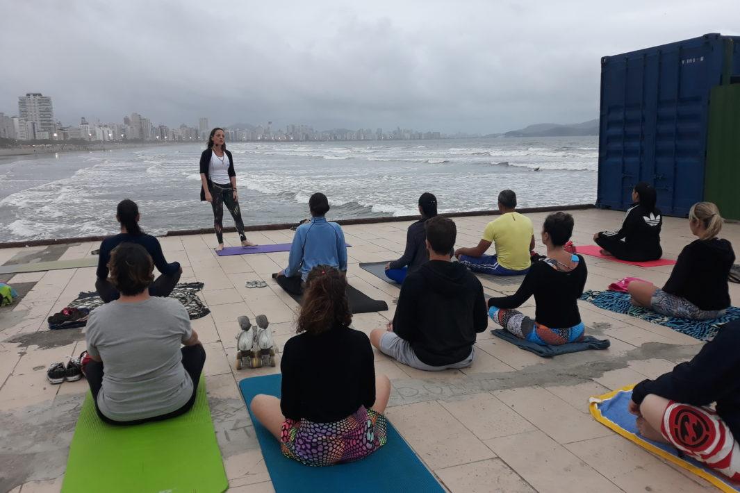 www.juicysantos.com.br - yoga na praia e morar em santos
