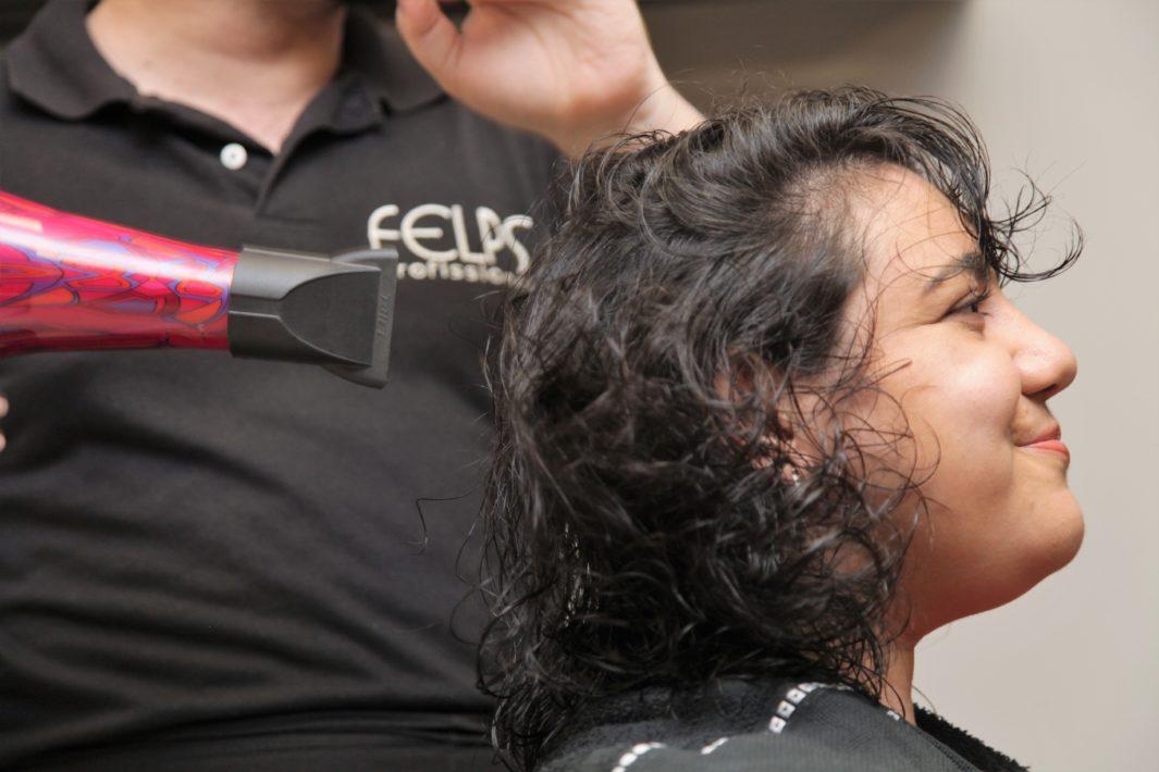 www.juicysantos.com.br - secando o cabelo