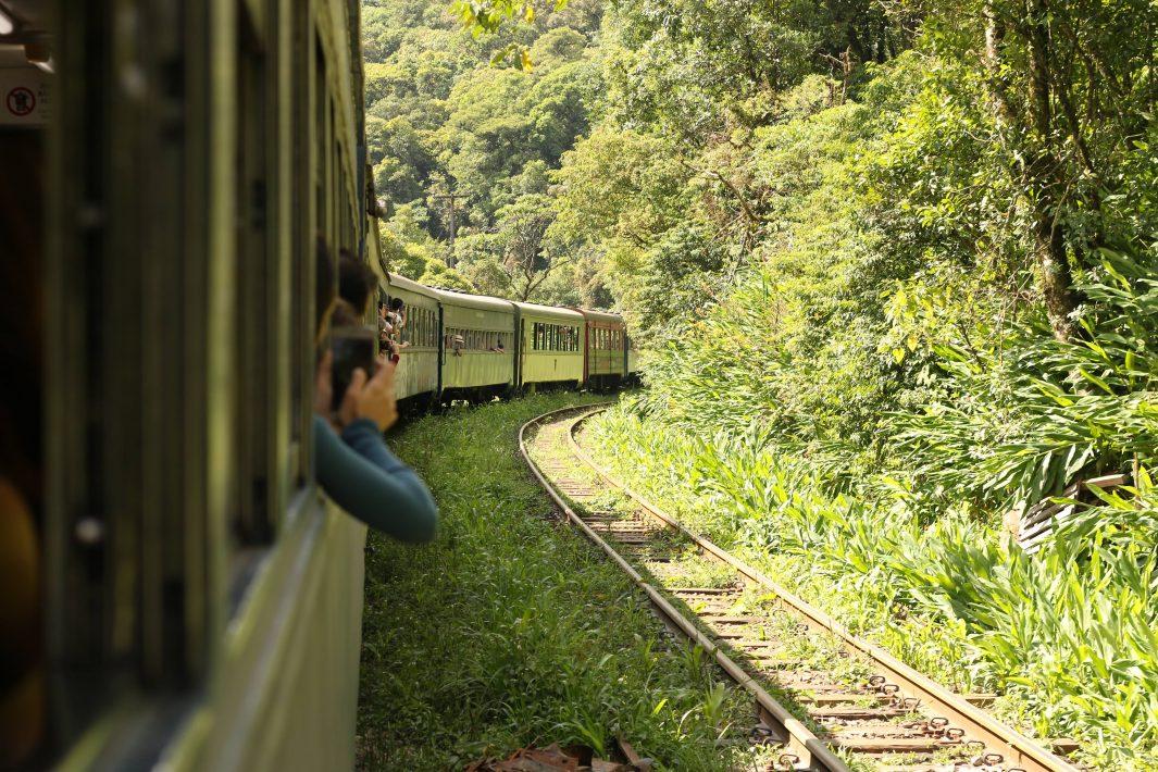 www.juicysantos.com.br - De Curitiba a Morretes de trem