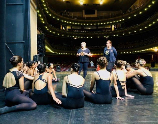 www.juicysantos.com.br - ensaio da companhia santista de dança no teatro coliseu em santos sp