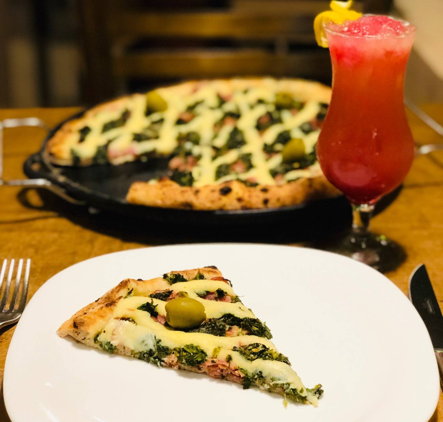 www.juicysantos.com.br - pizza brasileirinha com couve da la buona cia em santos sp