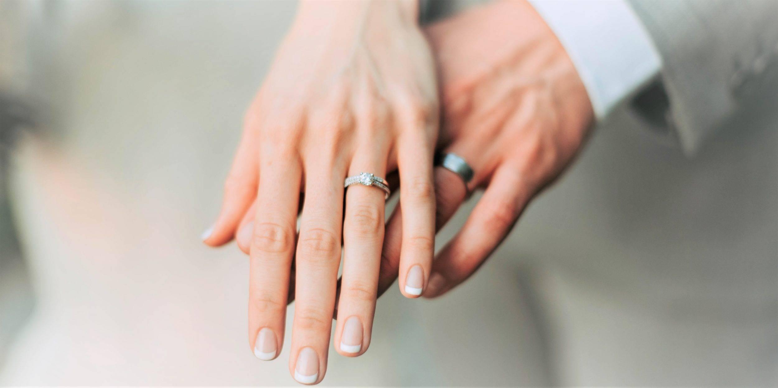 www.juicysantos.com.br - aliança de casamento ou aliança de noivado qual é a diferença