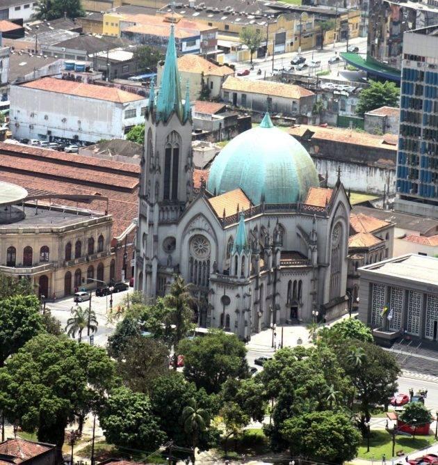 www.juicysantos.com.br - imagem aérea da catedral de santos - igrejas históricas de santos
