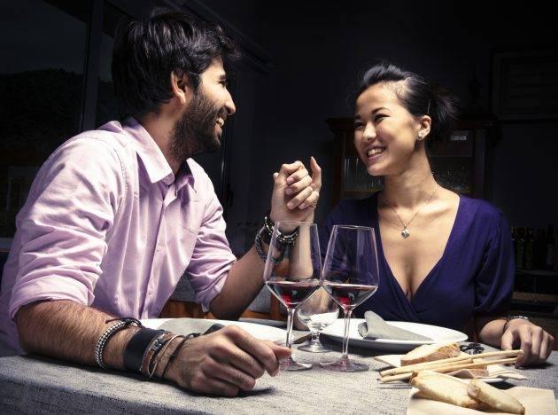 www.juicysantos.com.br - casal jantando dia dos namorados em santos sp