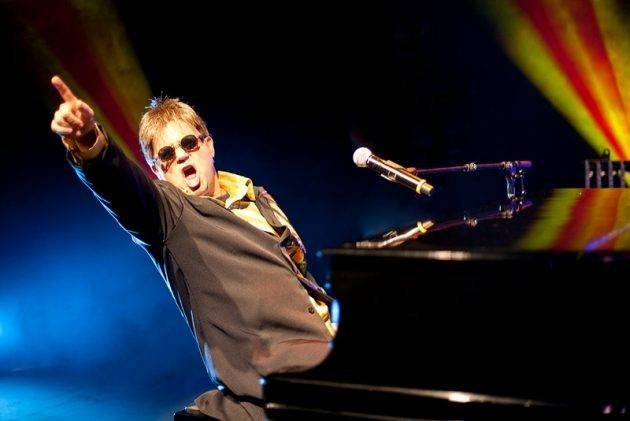 juicysantos.com.br - tributo a Elton John em Santos