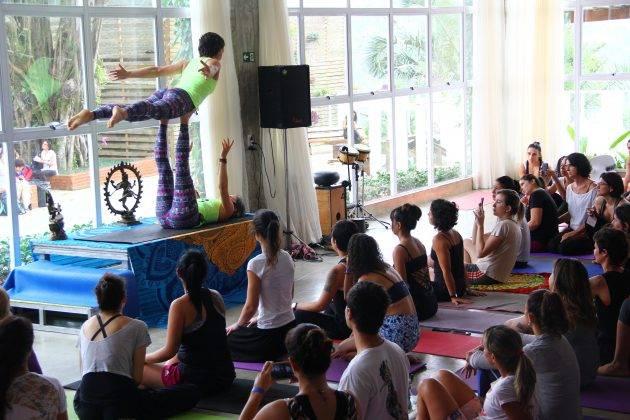 juicysantos.com.br - festival de yoga pé na areia
