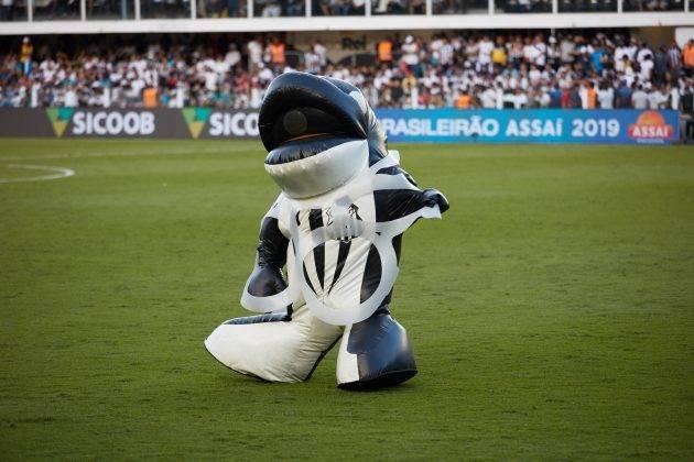 juicysantos.com.br - mascote do Santos FC estava enrolado em plástico