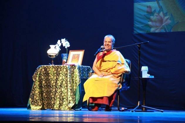 juicysantos.com.br - palestra da monja Gen Kelsang Mudita em Santos