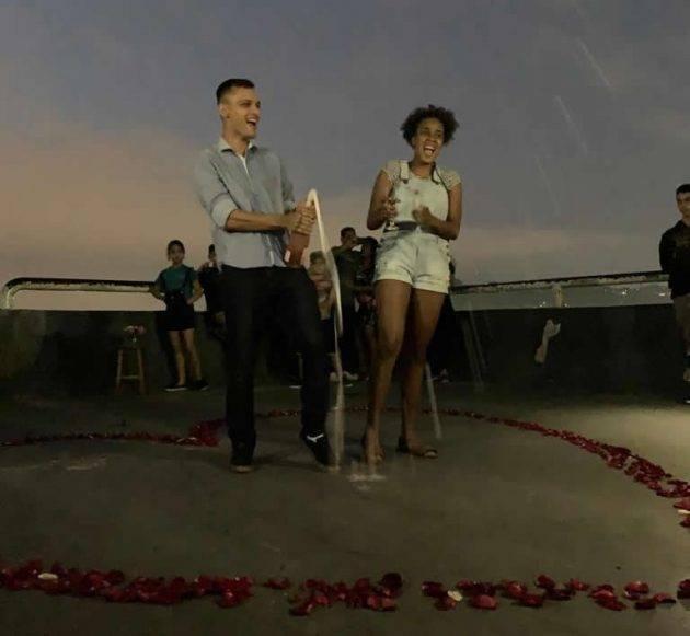 juicysantos.com.br - pedido de casamento na areia da praia de São Vicente