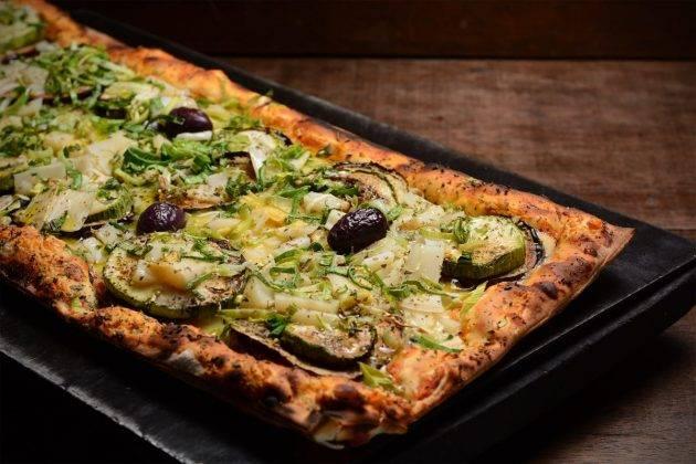 www.juicysantos.com.br - graminha pizzaria em novo endereço em santos pizza de berinjela