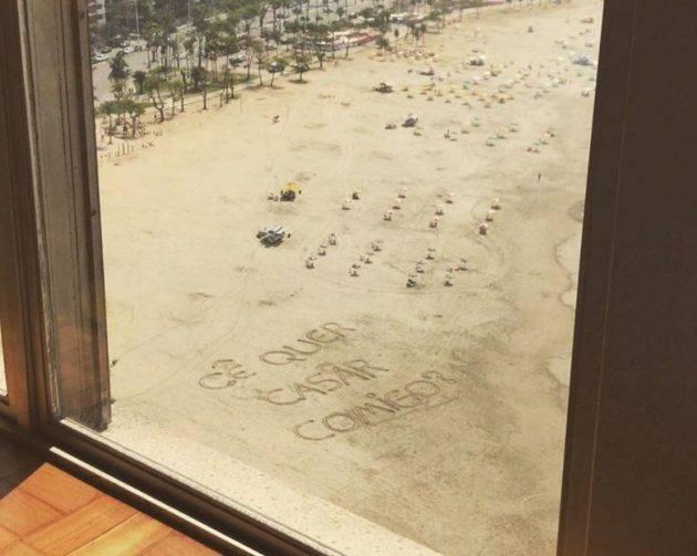 www.juicysantos.com.br - pedido de casamento na areia da praia