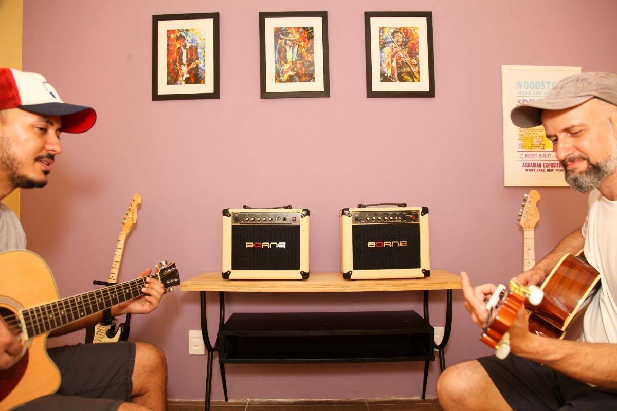 www.juicysantos.com.br - escola de música em santos spotlight