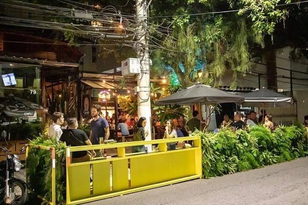 juicysantos.com.br - comer dentro de um jardim em Santos