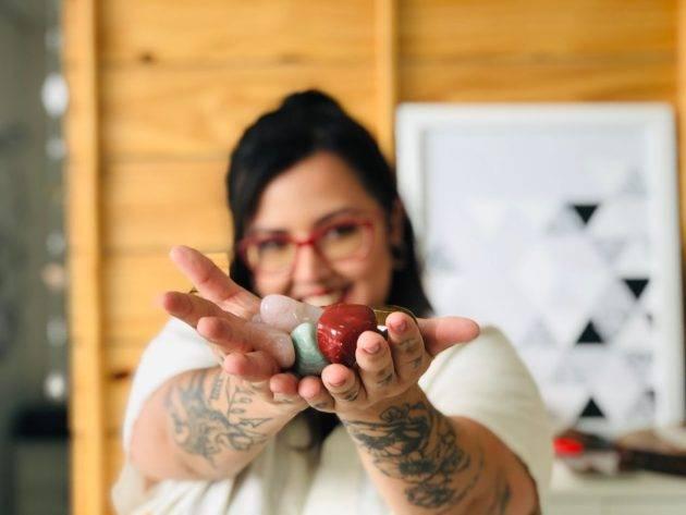 www.juicysantos.com.br - tatuadora em santos com julia oliveira - tatuagem mística