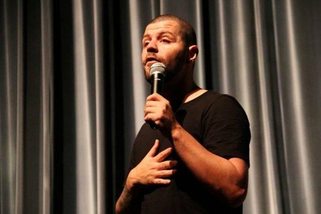 juicysantos.com.br - Victor Sarro em Santos