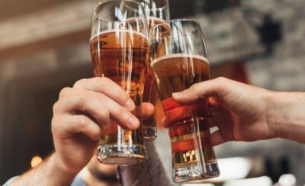 www.juicysantos.com.br - cerveja com os amigos