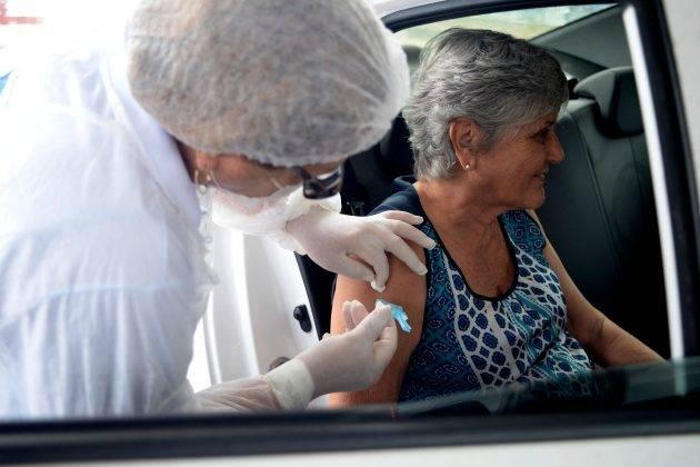 juicysantos.com.br - vacinação drive thru em Santos