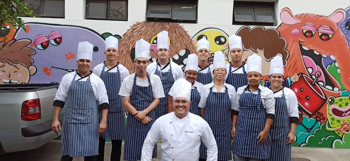 Equipe do restaurante Estrela de Ouro com o Chef Mario Amorim
