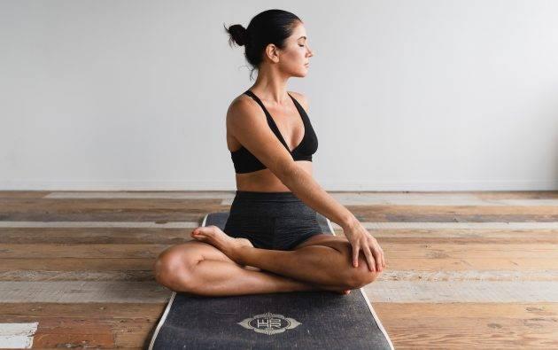 juicysantos.com.br - Fazer yoga em casa