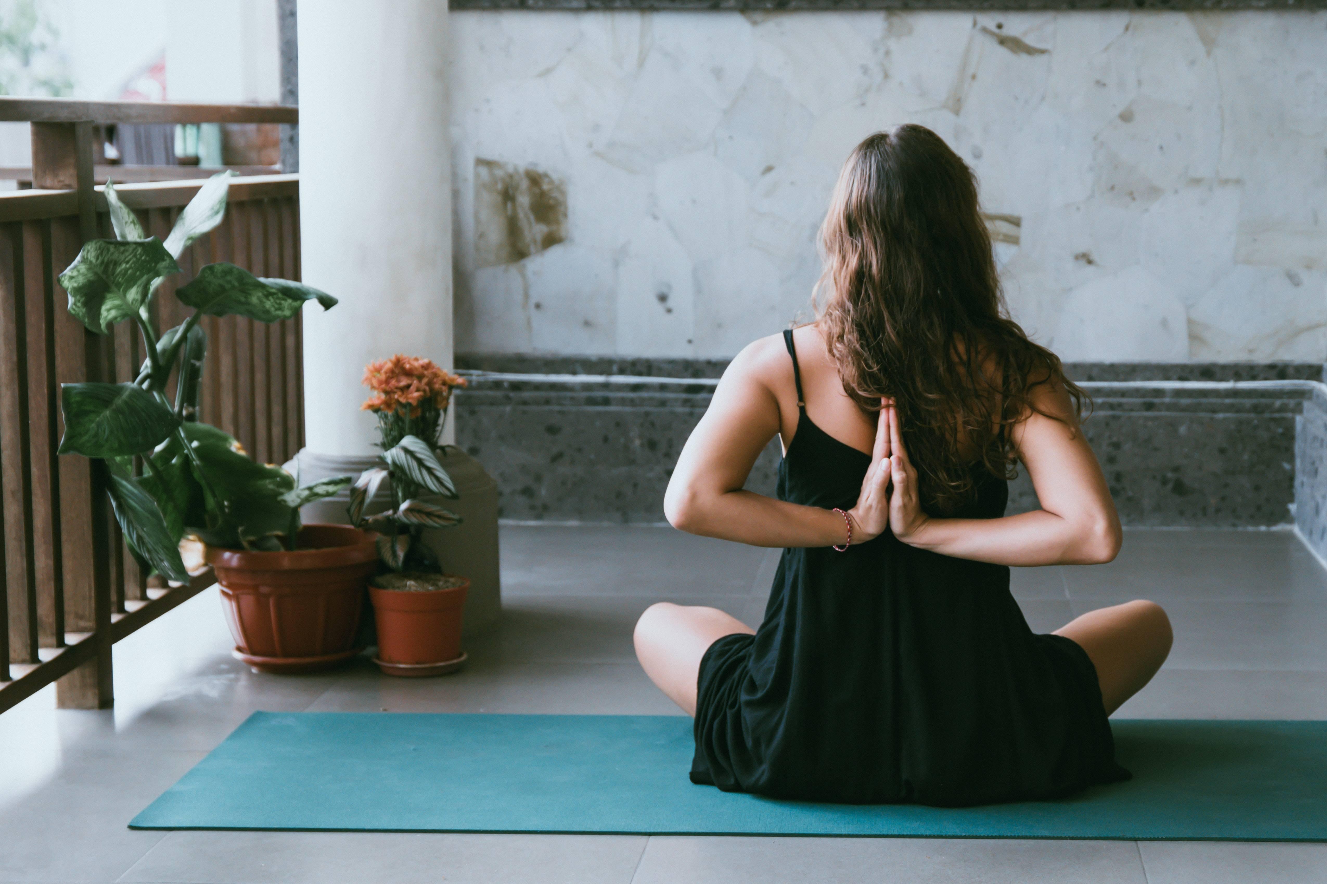 www.juicysantos.com.br - dicas para fazer yoga em casa durante o isolamento