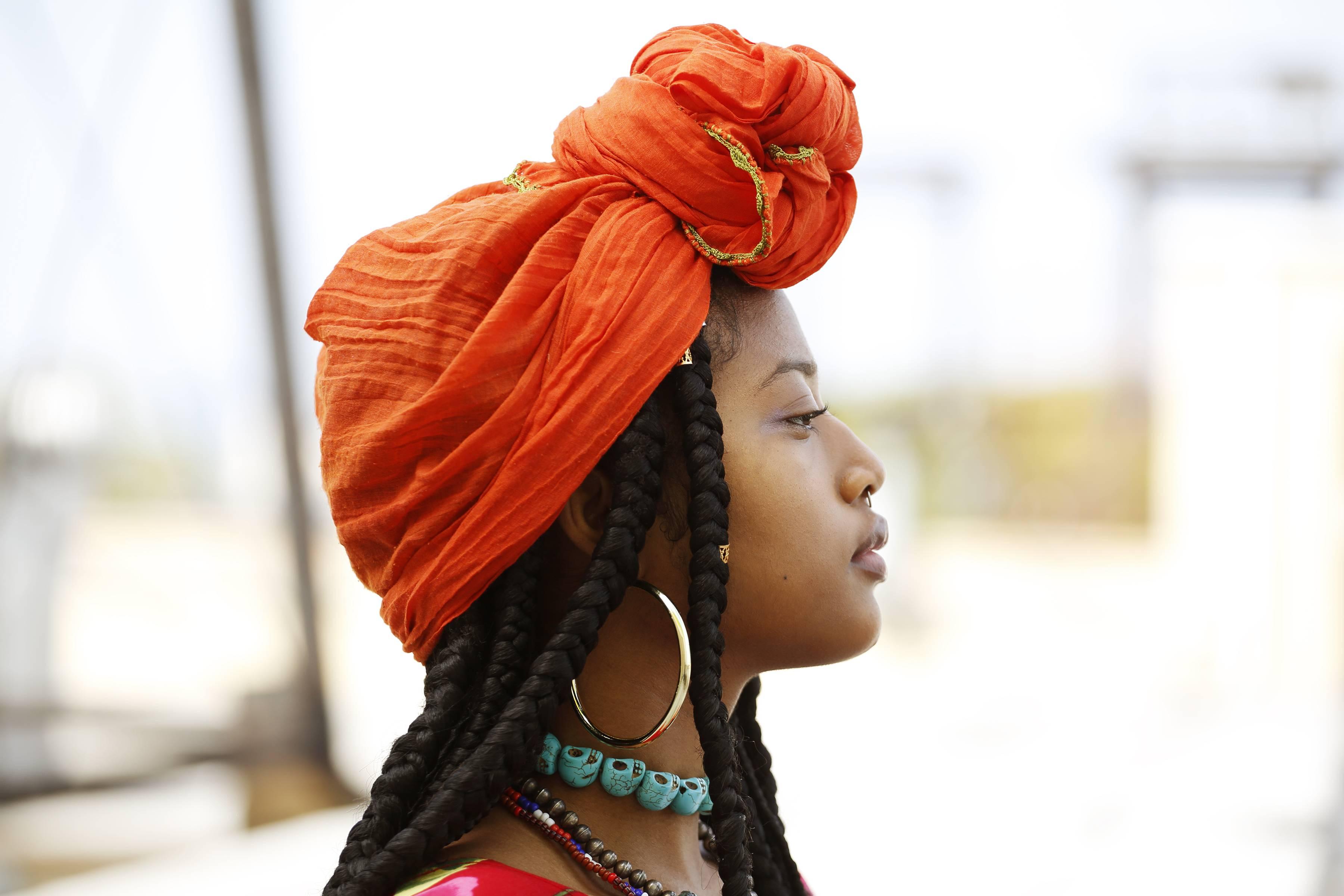 www.juicysantos.com.br - mulher africana racismo na linguagem