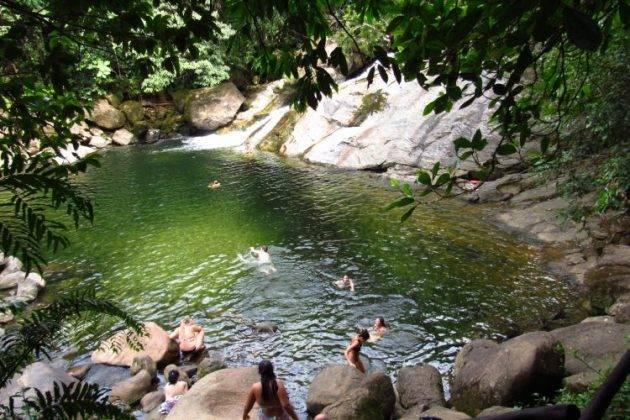 www.juicysantos.com.br - cachoeira em peruíbe viagem pós-pandemia
