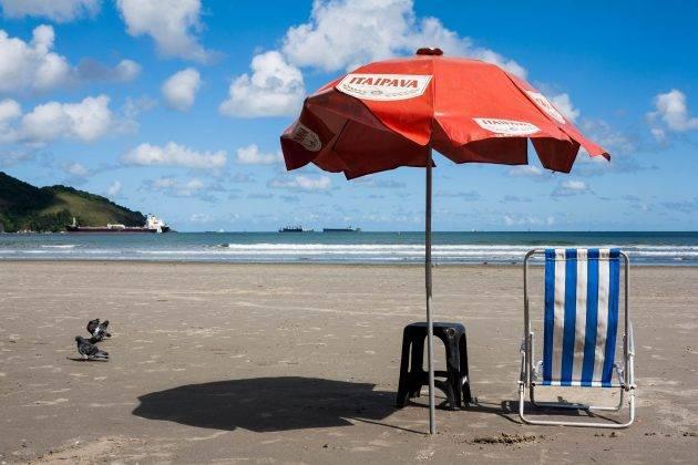 juicysantos.com.br - uso de guarda-sóis e cadeiras em Guarujá